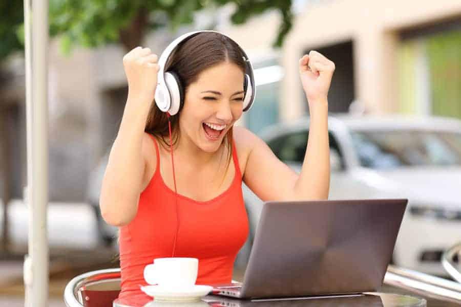 E-Mail Bewerbung: Tipps zu Anschreiben, Lebenslauf und Betreff für die erfolgreiche E-Mail Bewerbung in Beruf und Praktikum. Alles rund um Deckblatt, Betreff, E-Mail Adresse und mehr!