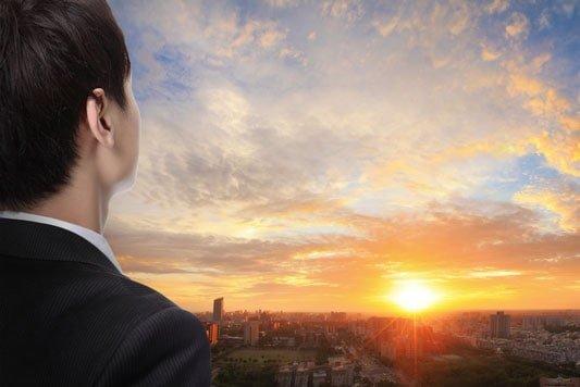 Bewerbungsfoto selber machen - Die Karrierebildagentur STARMAZING zeigt in dieser Anleitung, wie das perfekte Bewerbungsfoto in Eigenregie gelingt.