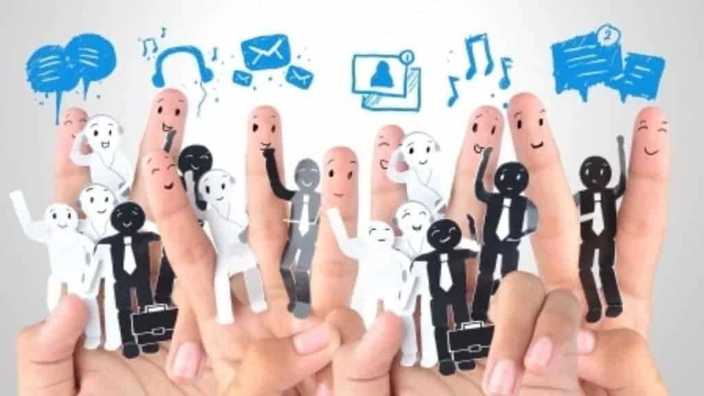 Bauen Sie zusätzliche Kontaktbrücken zu Neukunden mit Hilfe von sozialen Netzwerken und gewinnen Sie zusätzliche Aufmerksamkeit.