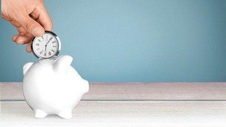 Den richtigen Zeitpunkt für ein Gehaltsgespräch wählen.