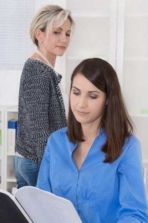 Vermeiden Sie alle Gefühle von Neid und Missgunst im Gehaltsgespräch. Um Ihr Gehalt zu steigern sind positive Gedanken der Schlüssel für eine Lonsteigerung.