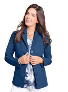 Vorstellungsgespräch Kleidung Fotobeispiel mit Damen Blazer zur Bewerbung auf einen Bürojob ohne Führungsfunktion.