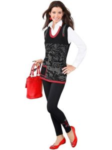 Vorstellungsgespräch Kleidung Fotobeispiel mit Pullunder und Handtasche für Damen zur Bewerbung um kreative Jobs. z.B.: Eventmanagerin.