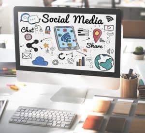kreative Bewerbung durch Social-Media und Webseiten: In heutiger Zeit ist eine hohe Internetpräsenz immer wichtiger. Falls bereits berufliche (von privaten Seiten ist abzusehen) Social-Media-Seiten oder Webseiten bestehen, sollten diese jedenfalls in der Bewerbungsmappe aufscheinen. Hierfür könnte man die Präsentationsseite ausdrucken und ebenfalls mit einem QR-Code versehen, um diese auf Wunsch einlesen zu können.