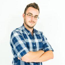 Im Bewerbungsprozess vom Anschreiben und Lebenslauf über das XING- oder LinkedIn-Profil – Christian Scherer zeigt wie man in der Bewerbung positiv auffällt, ohne zu prahlen.