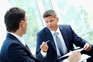Vorstellungsgespräch Phase 4: Das Unternehmen stellt sich vor. Seien Sie aufmerksam und interessiert