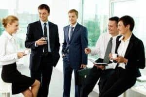 Die Kaffeeversorgung für Mitarbeiter ist obligatorisch. Der War for Talents bringt Unternehmen dazu mehr als nur Gehalt zu bieten, um Talente für sich zu gewinnen.