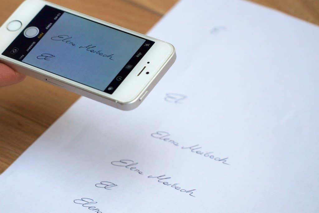 Unterschrift mit Handy in Word einfügen. So gehts: Sie brauchen nur ein Smartphone Handy und einen PC mit Microsoft Word. STARMAZING zeigt Schritt für Schritt, wie Sie Ihre Unterschrift perfekt in das Word Dokument einbinden und freistellen für ein professionelles Ergebnis. Ohne Scanner und ohne Grafikprogramm.