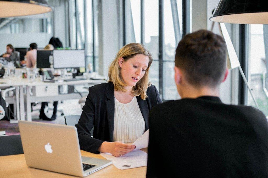 Vom Studentenjob zum Vollzeitjob durch ein Manager Gespräch: Diese 7 Schritte zeigen, wie man von einem Studentenjob zu einem festen Vollzeitjob direkt nach dem Studium kommt, wenn einem die Firma gut gefällt.