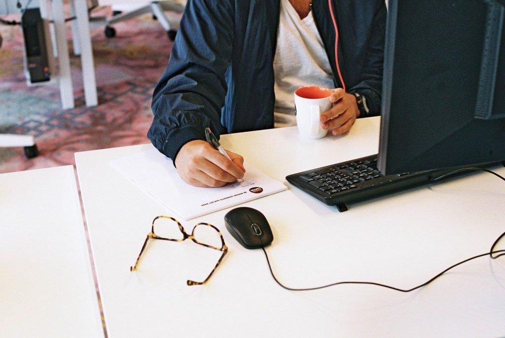 Vom Studentenjob zum Vollzeitjob mit der Bachelorarbeit: Diese 7 Schritte zeigen, wie man von einem Studentenjob zu einem festen Vollzeitjob direkt nach dem Studium kommt, wenn einem die Firma gut gefällt.