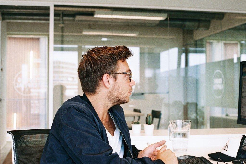 Vom Studentenjob zum Vollzeitjob mit den richtigen Fragen: Diese 7 Schritte zeigen, wie man von einem Studentenjob zu einem festen Vollzeitjob direkt nach dem Studium kommt, wenn einem die Firma gut gefällt.