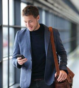 Moderne Männer Outfits für die Bewerbung. Ideal für das Bewerbungsgespräch: Das sind Anzüge, Sakkos, Hemden, Schuhe und Aktentaschen, die einen perfekten Eindruck machen. Vom Bewerbungsfoto bis zum Vorstellungsgespräch.